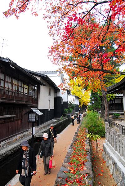 Shirakabe Dozogai Street