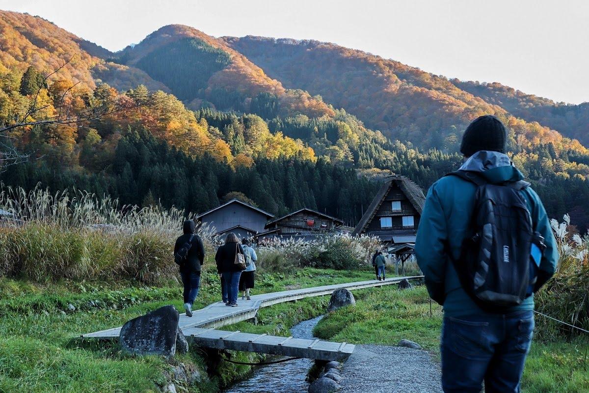 walk in Shirakawa-go