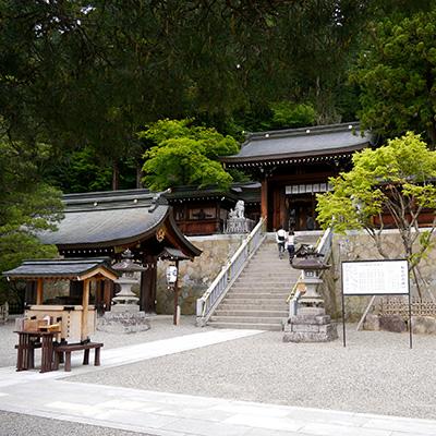 Santuario Sakurayama Hachiman - Sala de exposiciones de carrozas del festival de Takayama